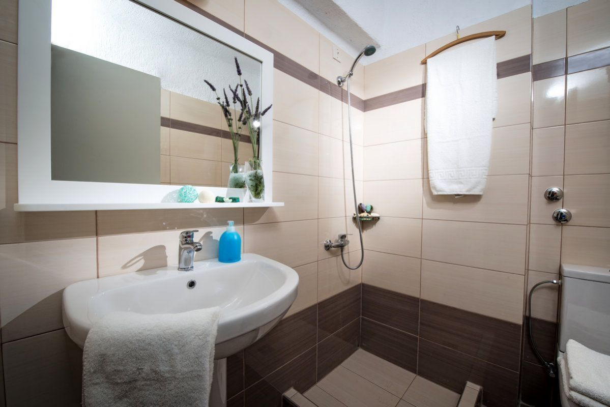 Superior Double Bathroom 2