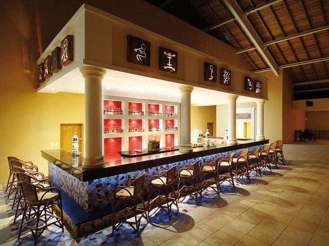 bar teatro hotel barcelo punta cana22 72197